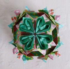 """Kusudama HANAMI ORQUÍDEA realizado por Erika Karnauchovas retirado os diagramas do Livro"""" Origami em FLOR, de Flaviane Koti e Vera Young"""