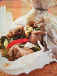 Συνταγή του Νικόλαου Τσελεμεντέ. Αποκλείεται να μην είναι νόστιμο!!! Υλικά: 1 κιλό χοιρινό μπούτι (χωρίς κόκκαλο) 2 πράσινες πιπεριές 2 κόκκινες πιπεριές 250 γρ κεφαλοτύρι ή γραβιέρα αλάτι, πιπέρι χαρτί…