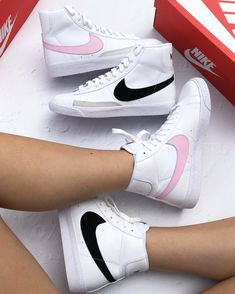 Sneakers Mode, Best Sneakers, White Sneakers, Sneakers Fashion, White Vans, Sneaker Outfits, Cute Shoes, Me Too Shoes, Nike Blazer