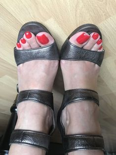 Nice Toes, Pretty Toes, Sexy Legs And Heels, Hot High Heels, Feet Soles, Women's Feet, Teen Feet, Sexy Sandals, Beautiful Toes
