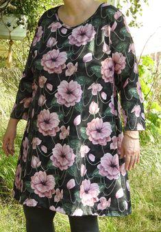 Floral Tops, Women, Fashion, Needlepoint, Moda, Top Flowers, Fashion Styles, Fashion Illustrations, Woman