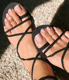 New French Pedicure Heels Toe Nails Ideas White Toenails, White Pedicure, Shellac Pedicure, Long Toenails, Pedicure Ideas, Pretty Toe Nails, Cute Toe Nails, Cute Toes, Pretty Toes