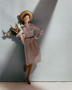I could so have seen Julie Andrews sporting this look! (April 1960.) #vintage #fashion #1960s #hat