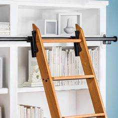 selbstgemacht leiter Rockler 8 Foot Classic Rolling Library Ladder Kit Hardware with 12 Feet of Track, Satin Black Ladder Bookshelf, Library Ladder, Diy Ladder, Library Wall, Ladder Decor, Tall Ladder, Ladder To Loft, Staircase Shelves, Hanging Ladder