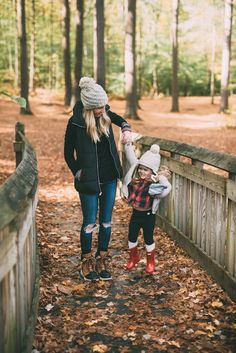 Mommy Style Morning Hikes & Best Outdoor Clothing // Mom Style // Fall Style for Moms // Outdoor Clothing for Busy Moms // Winter Fashion Ideas for Moms // Winter Style Tips // Lynzy Fall Family Photo Outfits, Fall Winter Outfits, Autumn Winter Fashion, Country Winter Outfits, Winter Fashion Casual, Casual Winter, Autumn Fall, Mom Style Fall, Mommy Style