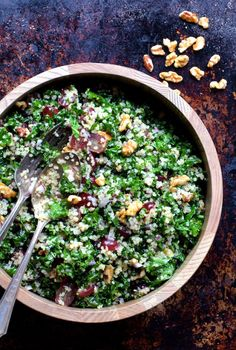Quinoa and Kale Salad with Red Grapes, Walnuts and Lemon Honey Dressing - From A Chef's Kitchen Lemon Kale Salad, Kale Quinoa Salad, Grape Salad, Grape Walnut Salad, Kale Salads, Cooked Quinoa, Healthy Salads, Healthy Eats, Honey Dressing