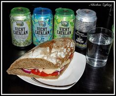 Vichy Catalán Lemon, VCH Plus y Premium Tonic Water by Vichy Catalán, con un bocadillo | Flickr - Photo Sharing! (foto de Nikichan Zafeiry)