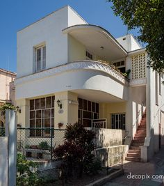 Art Deco House - Havana , Cuba by jill Art Deco Stil, Art Deco Home, Art Nouveau, Style At Home, Estilo Art Deco, Streamline Moderne, Art Deco Furniture, Furniture Stores, Cheap Furniture