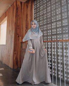 22 Ideas for fashion model photoshoot simple Kebaya Muslim, Muslim Dress, Hijab Dress, Kebaya Hijab, Abaya Fashion, Modest Fashion, Fashion Outfits, Fashion Muslimah, Trendy Fashion