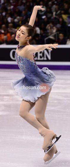 Yuna KIM Figure Skating Costumes, Figure Skating Dresses, Roller Skating, Ice Skating, Kim Yuna, Takeshi Kaneshiro, Ice Princess, Perfect People, Ice Queen