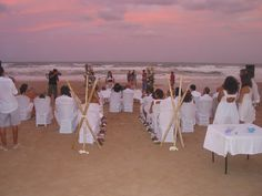 Preciosa boda al atardecer en la playa de guardamar enfrente del hotel