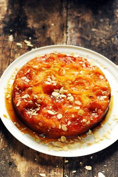 gâteau renversant abricots au caramel - apricot and caramel upside down cake Baking Recipes, Cake Recipes, Dessert Recipes, Apricot Cake, American Cake, Dessert Aux Fruits, Delicious Fruit, Recipes From Heaven, Chocolates