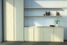 Kaunis mäntykeittiö suorilla viiluovilla joissa L-profiilivedin massiivimäntypuuta. Bathroom Medicine Cabinet, Kitchens, Touch, Kitchen, Cuisine, Cucina