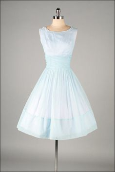 Adorable vintage dress. Like an Alice in Wonderland dress :)