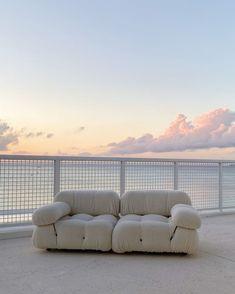Home Interior Design, Interior And Exterior, Interior Decorating, Room Interior, White Couches, Dream Apartment, Cuisines Design, White Aesthetic, Aesthetic Design