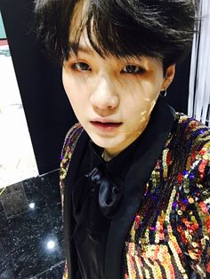Suga ❤ [Bangtan Trans Tweet] 까망까망해 It's black, black (He means that his hair is just really, really black lol. BLACK HAIRED YOONGI HAS CAME BACK TO US! Thank you BigHit, Bangtan, butterflys, barbies, brides, bruhs, bois! Thank you!) #BTS #방탄소년단