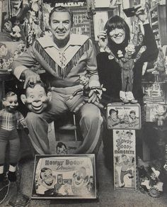 photo of Howdy Doody - toy games. One of the first children's TV shows I watched was Howdy Doody. I can't remember all of them now, but I think there was a ventriloquist. Howdy Doody, Vintage Tv, Vintage Cards, Vintage Photos, Kids Tv Shows, Old Shows, Doll Shop, Old Magazines, Old Tv