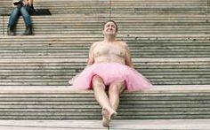 Homem tira fotos de tutu para alegrar esposa com câncer