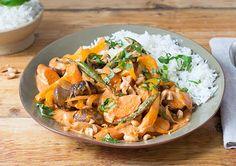 Massamam Curry Karotten, grüne Bohnen, braune Bohnen, gelbe Paprika, Basmatireis, Zwiebel, Basilikum, Massaman Curry Paste, Kokosmilch, ger. gesalzene Erdnüsse, Olivenöl, Salz, Gemüsebrühe, Pflanzenöl