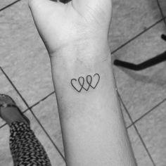 Zarte Tattoos Estás en el lugar correcto para diy home decor Aquí presentamos diy h - Tropisches Tattoo, Wörter Tattoos, Wrist Tattoos, Mini Tattoos, Piercing Tattoo, Cute Tattoos, Body Art Tattoos, Small Tattoos, Tatoos