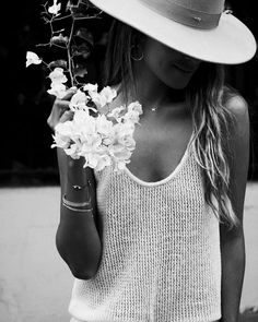 beauty with white flower Best Black, Black And White, Photo Art Gallery, Minimal Chic, Female Bodies, Hippie Boho, Outfit Of The Day, Boho Fashion, Street Style