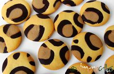 Leopard Print Cookies Children love animals, they adore biscuits (cookies) and are thrilled when you surprise them with animal themed food. Cheetah Cakes, Leopard Cake, Leopard Party, Pink Leopard, Biscuit Cookies, Cake Cookies, Animal Themed Food, Cheetah Birthday, Recipes
