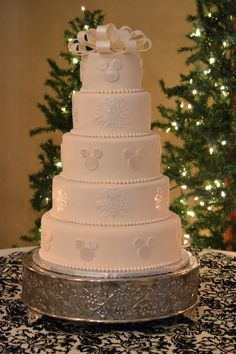 Disney wedding cake - I wouldn't actually do it but it is so elegant and pretty