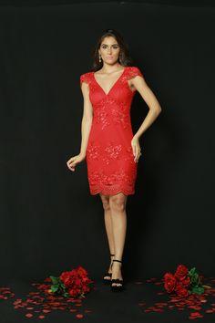 #PASSIONE | 🌹🌹🌹 Quer arrasar hoje ? É ELE !! Um dos vestidos mais lindos da coleção, com detalhes feito à mão...✨