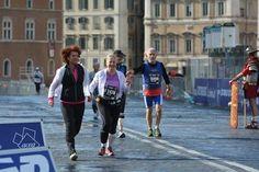 Vibeke Bjerg grunnla FemiRoma. Her slår hun følge med Lillian Krogh mot målgang i Roma. (Foto: Marit Amundsen )
