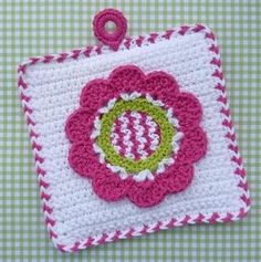 Ravelry: Spring Fling Flower Potholder crochet pattern by Doni Speigle - the zigzags in the center are unique. Great idea for mixing things up. Potholder Patterns, Crochet Potholders, Crochet Dishcloths, Crochet Squares, Knitting Patterns, Crochet Patterns, Crochet Kitchen, Crochet Home, Crochet Crafts