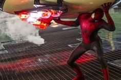 """Novas imagens do filme """"O Espetacular Homem-Aranha 2: A Ameaça de Electro"""" http://cinemabh.com/imagens/novas-imagens-do-filme-o-espetacular-homem-aranha-2-a-ameaca-de-electro"""