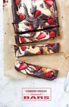 strawberry chocOlate cheesecake bars
