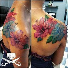 4 hours of grinding away. Had fun with this one. Bild Tattoos, Mom Tattoos, Sexy Tattoos, Cute Tattoos, Body Art Tattoos, Sleeve Tattoos, Tattoos For Women, Tatoos, Hawaiian Flower Tattoos