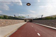 Fietstunnel A15 met lichtkunstwerk http://www.snelfietsroutesgelderland.nl/RijnWaalpad/Hoogtepunten/Fietstunnel-A15.html