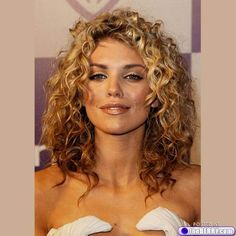 Celebrities With Curly Hair : theBERRY