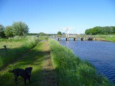 2013-06-02 Mooi voetgangers- en fietsbruggetje over de Berkel nabij Huize Velhorst