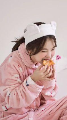 Aesthetic Food, Aesthetic Girl, Son Hwamin, Korean Girl, Asian Girl, Uzzlang Girl, Ulzzang Boy, Chara, Cute Girls