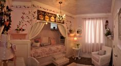 shabby chic room built in bed... Perfect for a little girls room one day... With a built in bed, more room for toys and what nots!