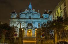 Edificios de #Madrid que se transforman al anochecer Las Salesas