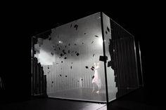 Hakanai, un performance de Adrien M / Claire B.