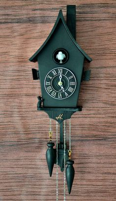 Red Clock, Black Clocks, Wall Clock Hands, Clock Wall, Modern Cuckoo Clocks, Disney Clock, Clock Craft, Cute Clock, Ideas Prácticas