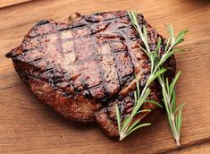 La arrachera es un corte de res originario de México. Esta carne es una carne muy rica para marinar. Esta receta contiene una marinada muy rica.