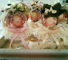 """Vasetti pigottosi """"Pensieri di pezza"""" Diy And Crafts, Paper Crafts, Bazaar Crafts, Elves And Fairies, Doll Crafts, Holiday Ornaments, Paper Dolls, Confetti, Flower Girl Dresses"""