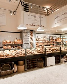 Jul eataly nyc new york, ny , united states ratings, photos, price Restaurants In Nyc, Bakery Shop Design, Cafe Design, Design Design, Bakery Interior Design, Coffee Shop, Bread Display, Bread Shop, Bakery Cafe