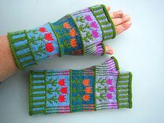 Ravelry: Stripes & Tulips pattern by Dela Hausmann free, Winter Knitting Patterns, Knitting Machine Patterns, Crochet Animal Patterns, Crochet Baby Mobiles, Creative Knitting, Crochet Shawls And Wraps, Fingerless Mitts, Mittens Pattern, Wrist Warmers