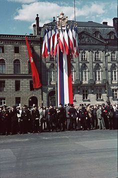 The German masses stand along the roadways to give a warm welcome to the Prince Regent Paul of the Kingdom of Yugoslavia who has arrived in Berlin for a 9 day state visit for diplomatic negotiations with Hitler. 1939.