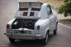 Vespa 400, Old Classic Cars, Vehicles, Paint, Model, Dream Garage, Cars, Italia, Antique Cars