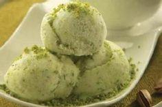 . Pistachio Ice Cream, Vegan Ice Cream, Ice Cream Recipes, Greek Recipes, Fun Desserts, Delicious Desserts, Yogurt Bites, Ice Cream At Home, Frozen Yoghurt