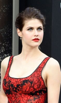 The 10 Best And Hot Alexandra Daddario Images - Styles Ava Beautiful Eyes, Beautiful Women, Alexandra Daddario Images, Sleek Ponytail, Everyday Hairstyles, Beautiful Celebrities, Beautiful Actresses, Sensual, Hollywood Actresses