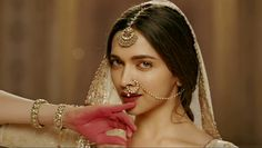 Mohe Rang Do Laal | Bajirao Mastani |Deepika Padukone Dance pose
